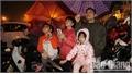 Bắc Giang: Dòng người đội mưa đón giao thừa