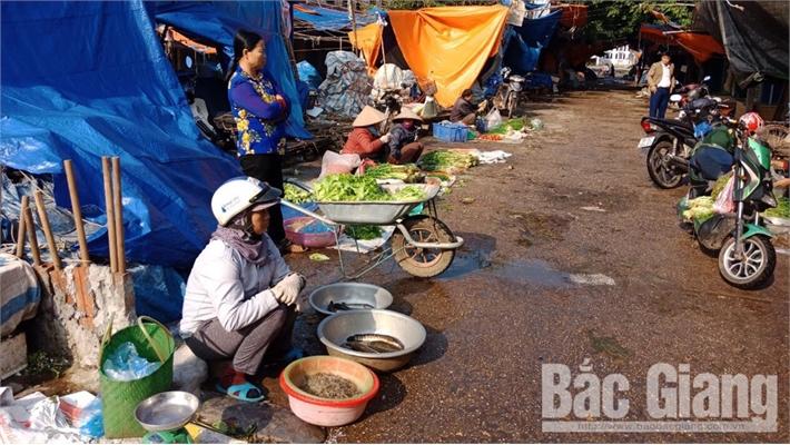 Mùng 2 Tết: Nhiều chợ truyền thống, siêu thị mở cửa phục vụ người tiêu dùng