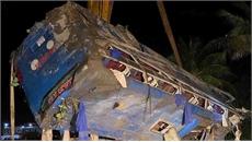 Phú Yên: Xe chở khách bị lật trong đêm 25-1, nhiều người may mắn thoát nạn
