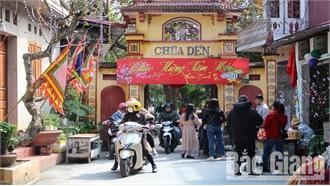 Bắc Giang: Nắng ấm, mùng 2 Tết, đông đảo người dân đến các điểm tâm linh