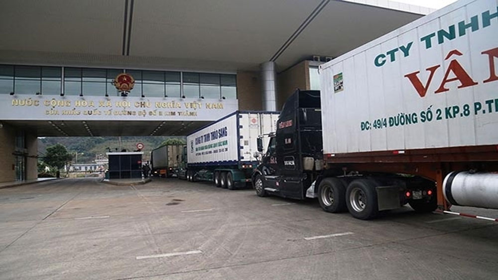 First batches of products, Lao Cai Border Gate, Lunar New Year, customs declarations, farm produce,  import-export procedures