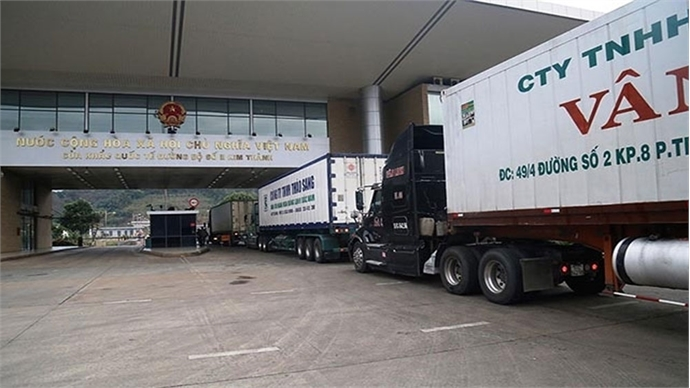 First batches of products exported through Lao Cai Border Gate in the Lunar New Year