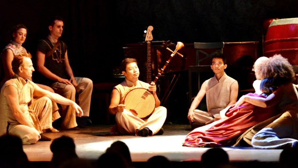 Vietnamese artists, French performers,  join hands,  Kieu Story, Kim Van Kieu, traditional musical instruments