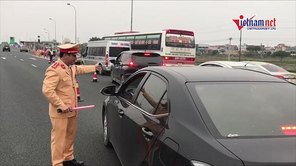 Ùn tắc nhiều km: CSGT yêu cầu xả trạm, BOT Pháp Vân - Cầu Giẽ vẫn tiếp tục thu vé