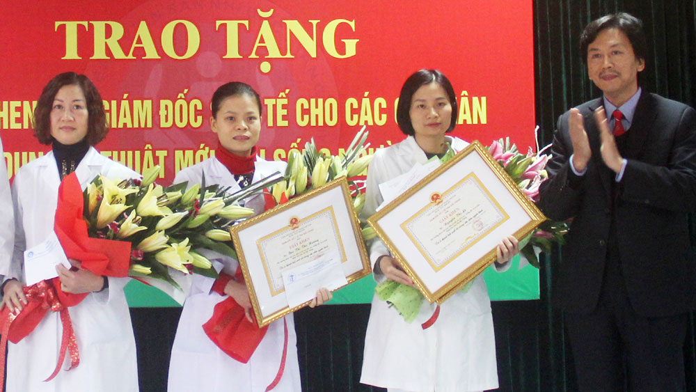 Bac Giang health workers donate blood to save patients