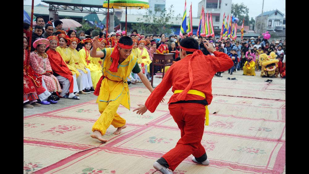 Biểu diễn vật dân tộc tại lễ hội đền Từ Hả (Lục Ngạn)