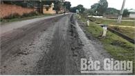 Xã Thượng Lan (Việt Yên): Người dân bức xúc xe chở đất rơi vãi