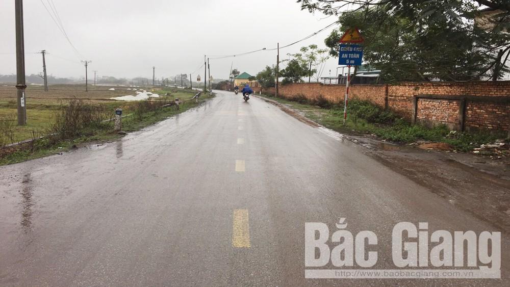 Xã Thượng Lan, huyện Việt Yên, người dân, bức xúc, xe chở đất, rơi vãi, an toàn giao thông