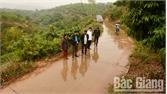Lục Ngạn cứng hóa đường giao thông nông thôn: Hiệu quả cao từ đa dạng cách làm