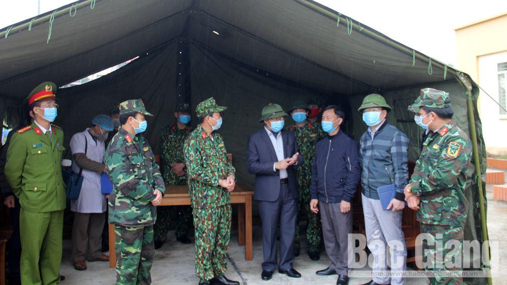 Phó Chủ tịch UBND tỉnh Lê Ánh Dương kiểm tra địa điểm thu dung các trường hợp cần cách ly tại Trung tâm Dạy nghề và Hỗ trợ nông dân.