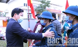 Tân binh huyện Yên Dũng lên đường nhập ngũ