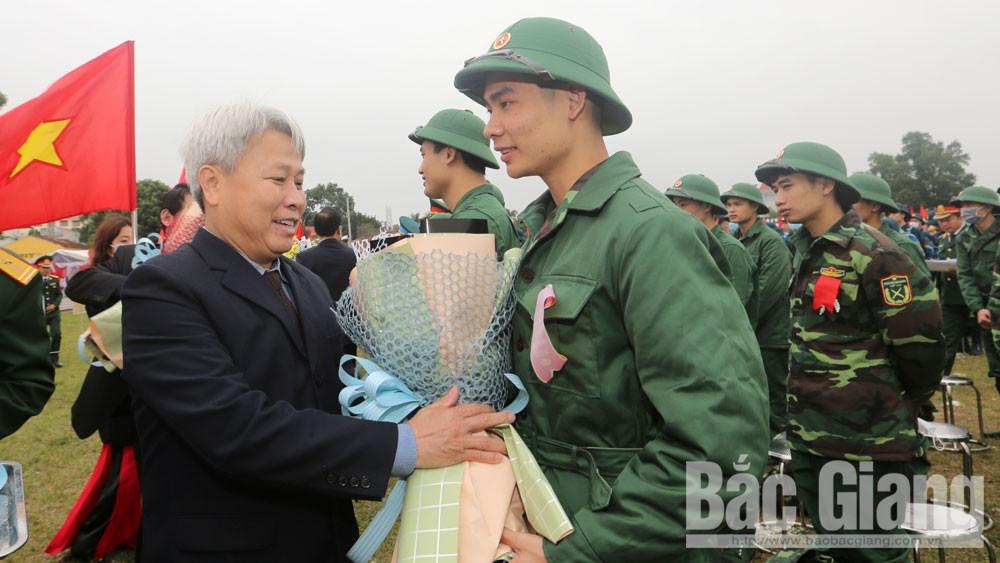 357 tân binh huyện Lạng Giang lên đường nhập ngũ