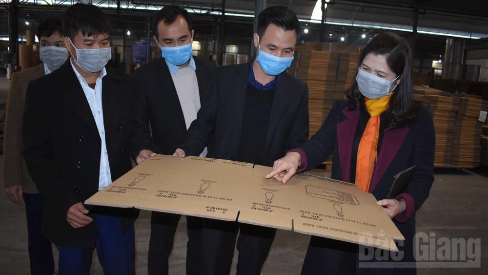 Lãnh đạo Huyện ủy kiểm tra tình hình sản xuất và công tác phòng chống dịch tại một số doanh nghiệp