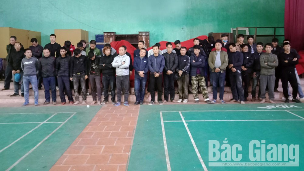 Bắc Giang: Bắt quả tang 41 đối tượng chơi đá gà ăn tiền tại khu bãi mả