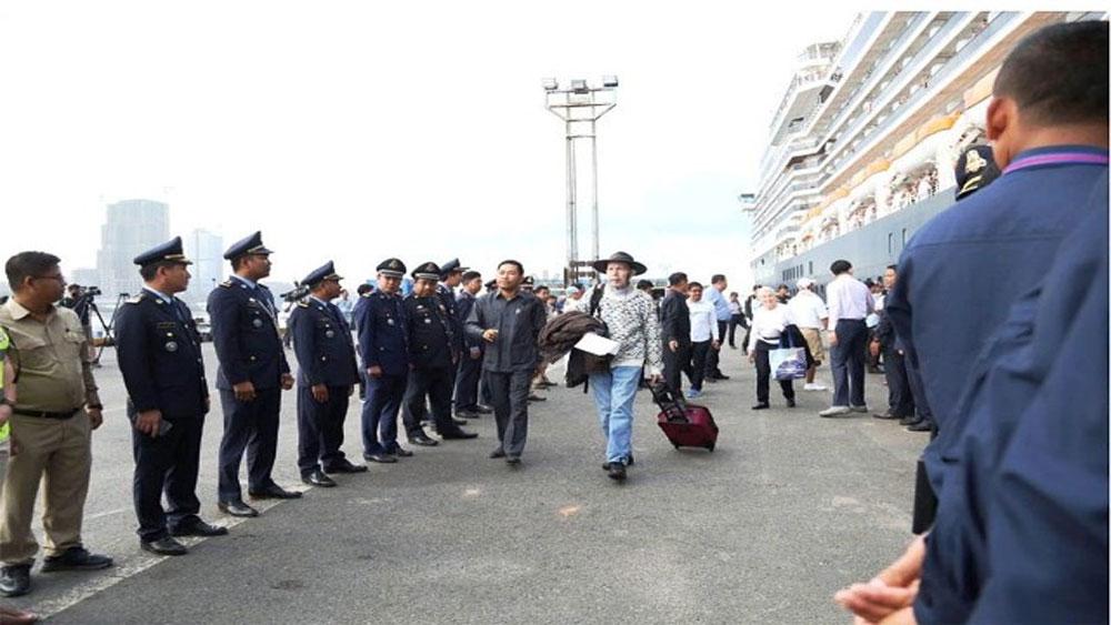 Du khách tàu MS Westerdam, xuống cảng Cambodia ,trở về nước