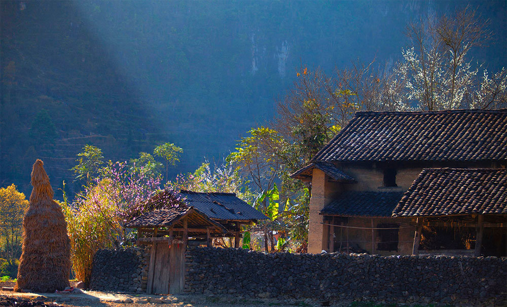 Northern mountainous plateau, spring hues, Nguyen Huu Thong, spring journey, colorful local life