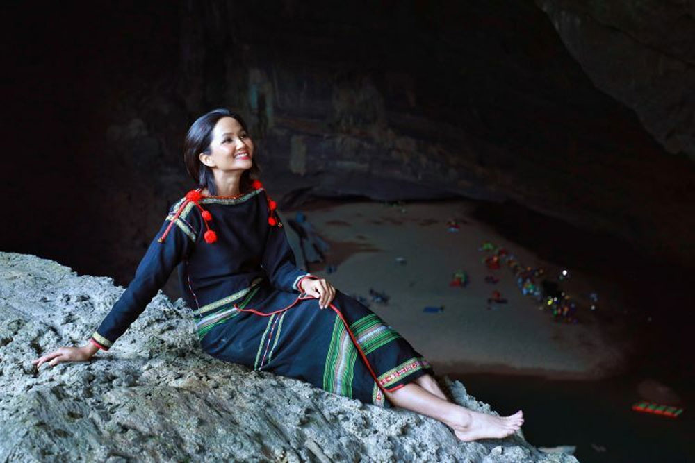 Vietnam beauty queen, Son Doong Cave, four-day journey, world's largest cave, Miss Universe Vietnam 2017, H'Hen Nie, geological diversity