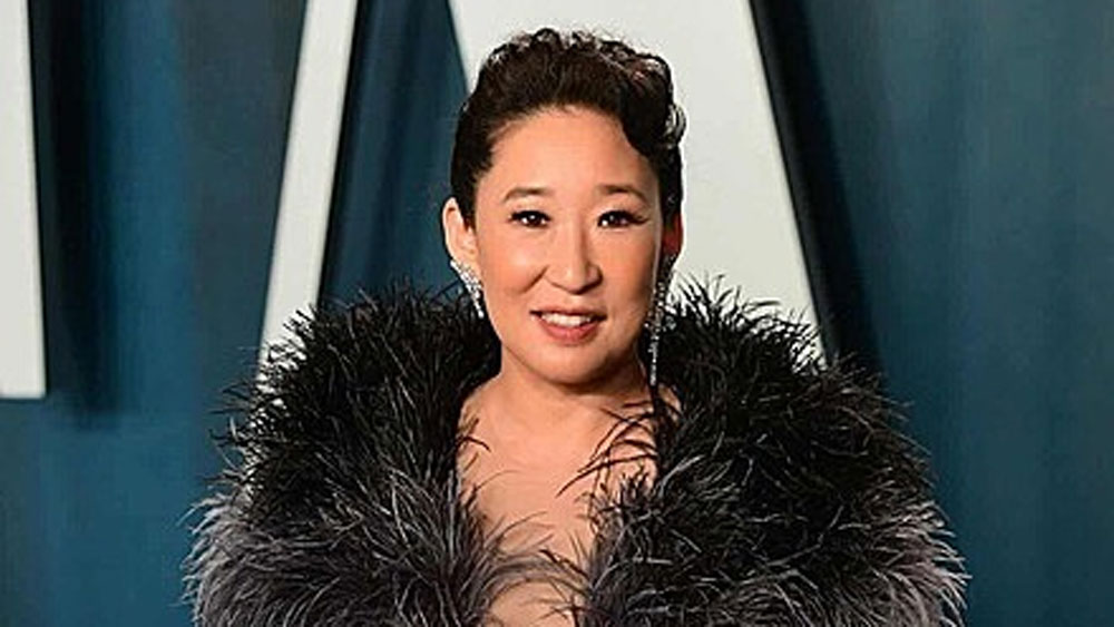 Cong Tri dress wows critics at Oscar party