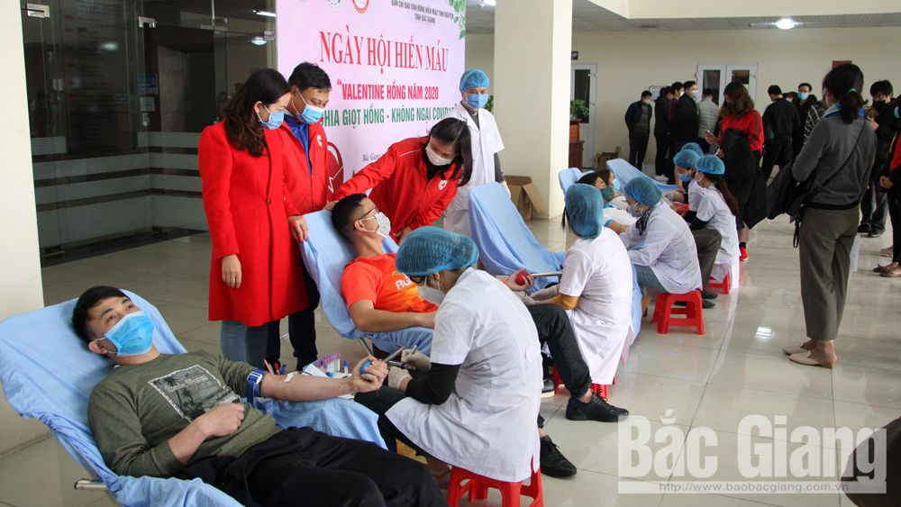 Bac Giang province, blood donation festival, 100 safe blood units, Voluntary Blood Donation festival, acute respiratory disease,  Covid-19