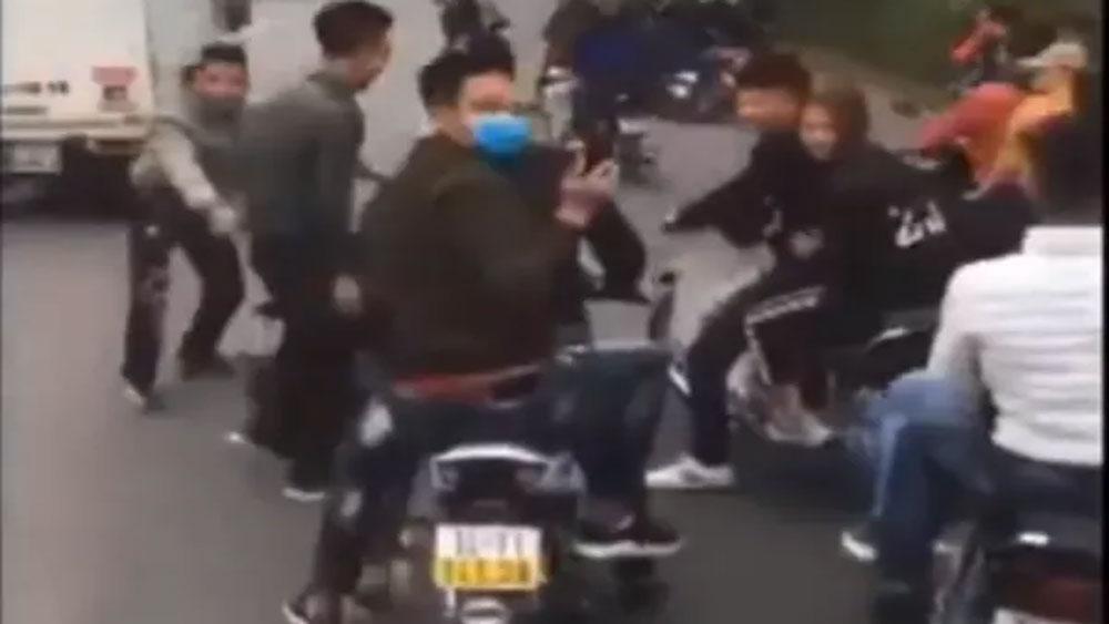 Xử phạt 12 triệu đồng nhóm thanh niên chặn đầu xe ô tô chở tân binh nhập ngũ