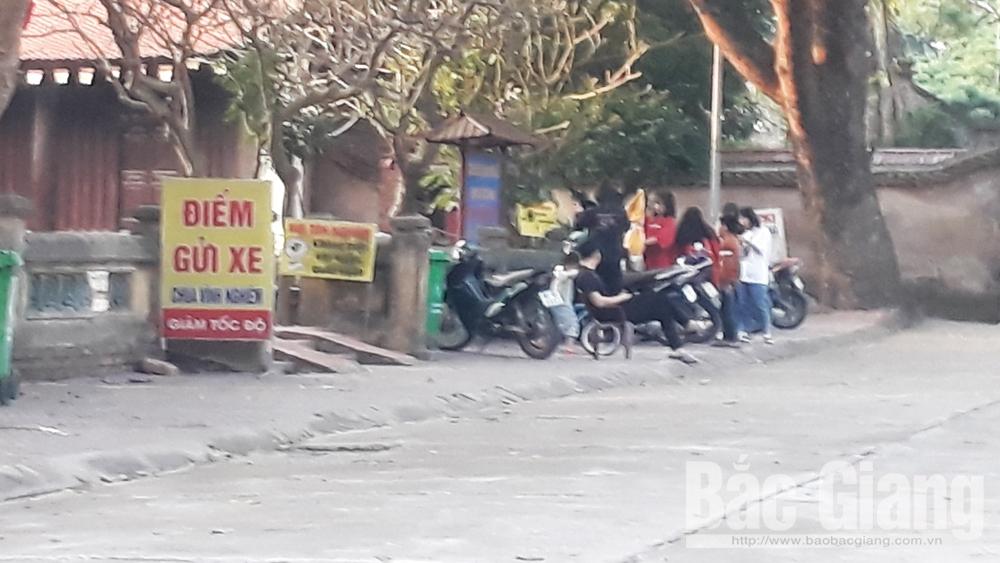 Đã chấn chỉnh việc thu vé gửi xe sai quy định tại chùa Vĩnh Nghiêm