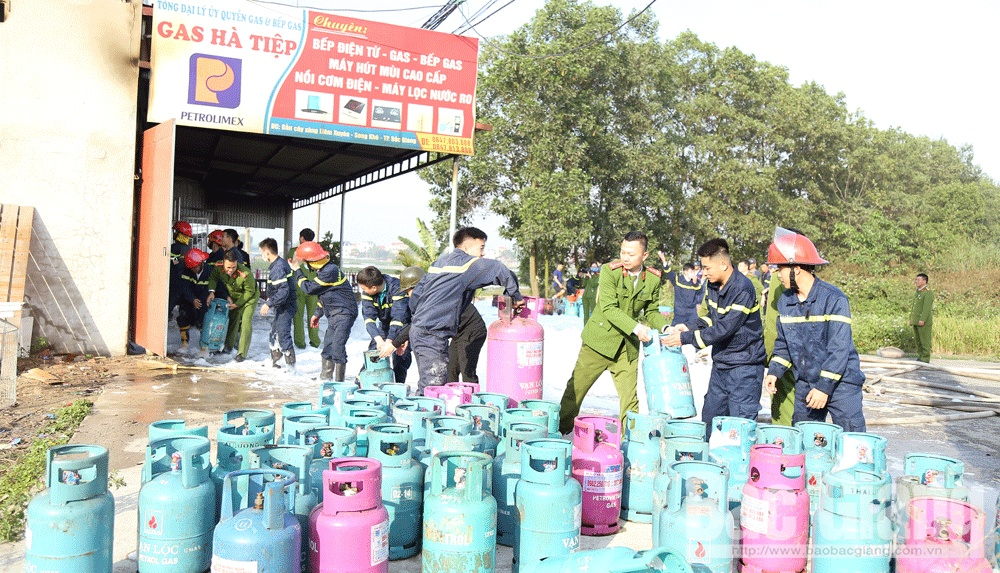 cháy cửa hàng gas, Cháy, Cảnh sát phòng cháy chữa cháy và cứu nạn cứu hộ, Công an tỉnh Bắc Giang