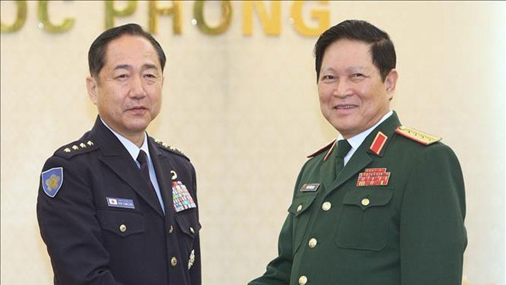 Top officer of Japan's Self-Defence Forces visits Vietnam