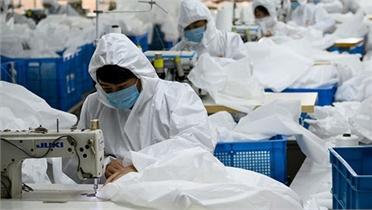 """Trung Quốc có còn là """"đại công xưởng của thế giới"""" khi hứng """"bão"""" Covid-19?"""