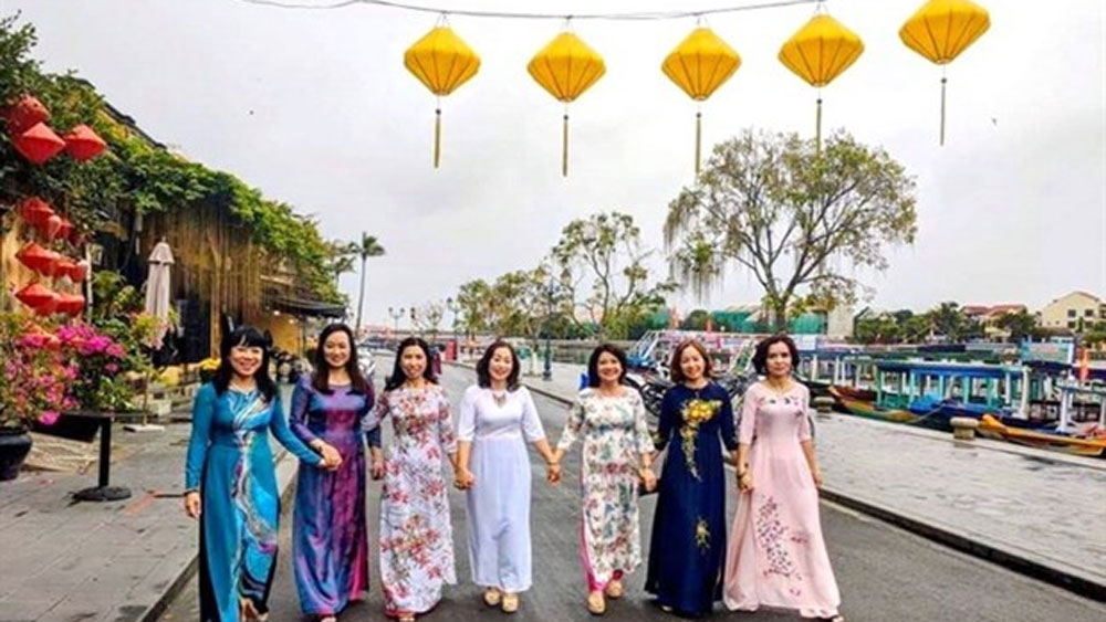 Women, Ao dai, week-long cultural event,traditional long dress, Vietnamese Cutural Heritage, precious traditional costume