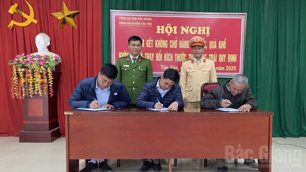 Bắc Giang: Doanh nghiệp kinh doanh vận tải cam kết không chở hàng quá khổ, quá tải