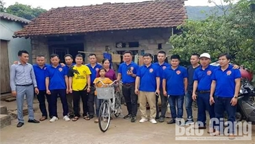 Hội Lái xe Bắc Giang 98 hỗ trợ học sinh có hoàn cảnh khó khăn
