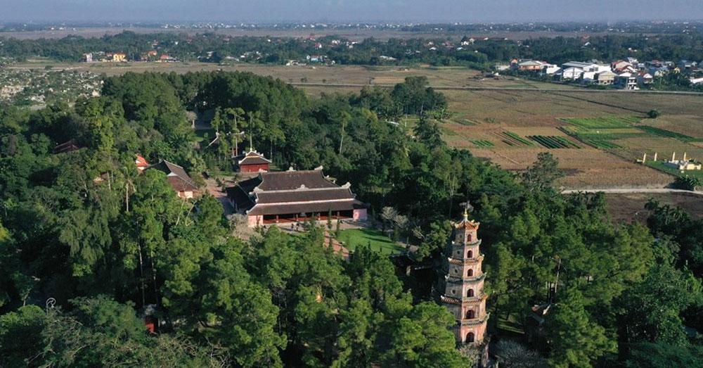 Chiêm ngưỡng, chùa Thiên Mụ, chùa cổ nhất, xứ Huế, kiến trúc đẹp, khách du lịch
