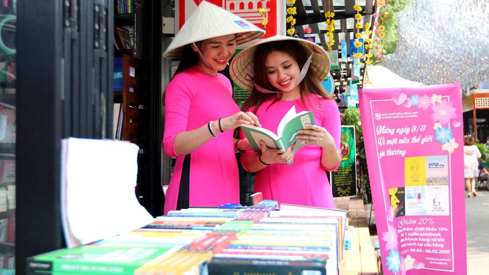 """Đường sách TP Hồ Chí Minh với chủ đề """"Vì một nửa thế giới yêu thương"""""""