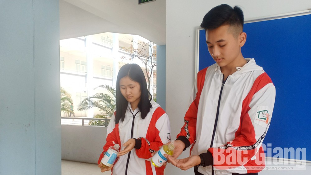 Bac Giang Agriculture and Forestry University produces hand sanitizer
