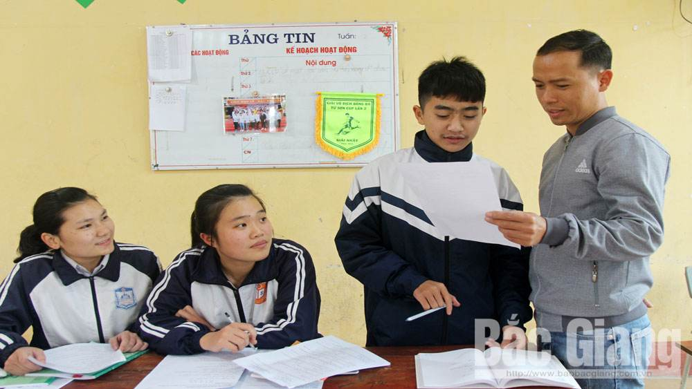 Bac Giang's high schools and regular educational centers stabilize routine and pay due attention to final graders