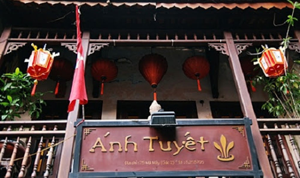 Culinary space, heart of Hanoi, Old Quarter, Ma May Street, Anh Tuyet Restaurant, elegant and warm space