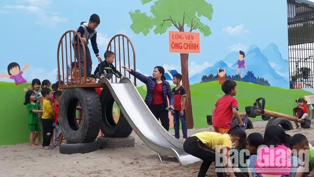 Hiep Hoa district, children's playground, free playground, Nguyen Duc Chinh, outdoor toys, charity activities