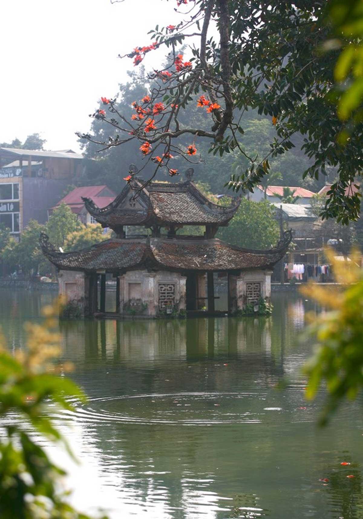 Chùa Thầy, đẹp nao lòng, mùa hoa gạo tháng 3, không gian ngôi chùa cổ