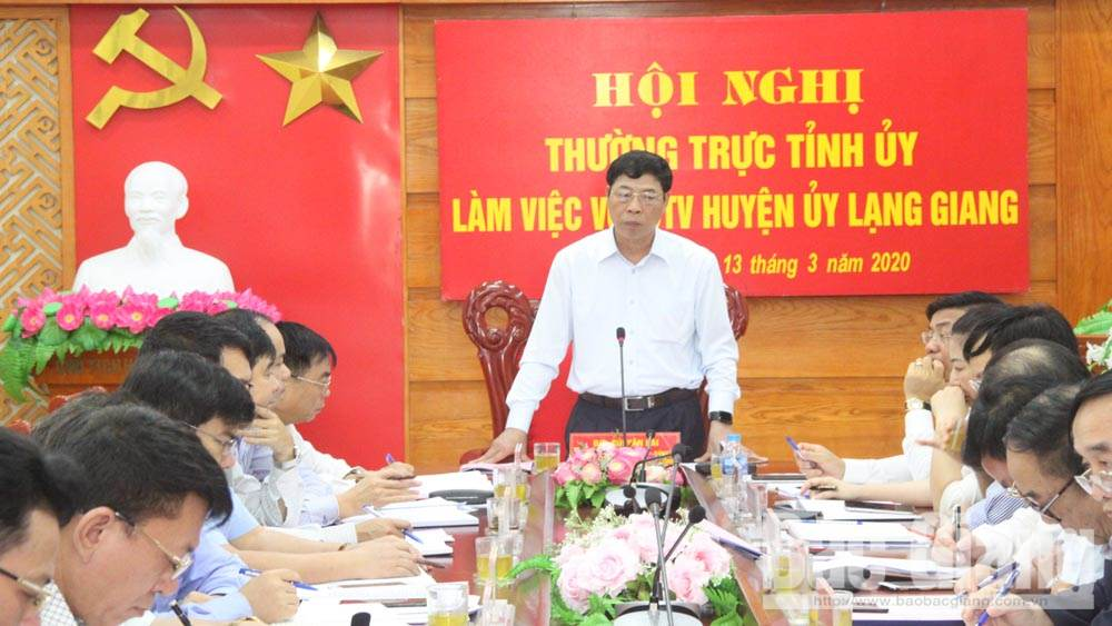 PPC Secretary Bui Van Hai urges Lang Giang district to pay attention to traffic connection, leverage new style rural district