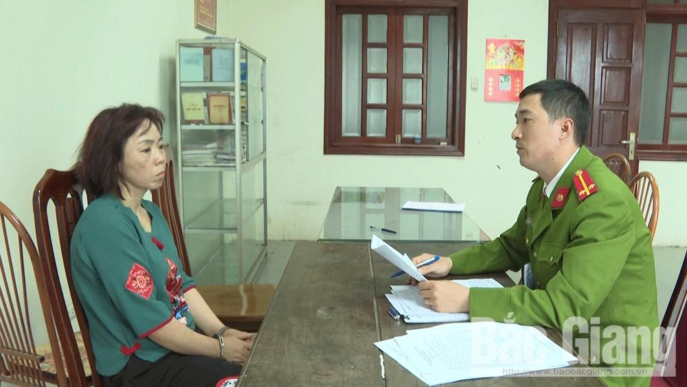 Vương Thị Thu Hằng tại cơ quan chức năng.