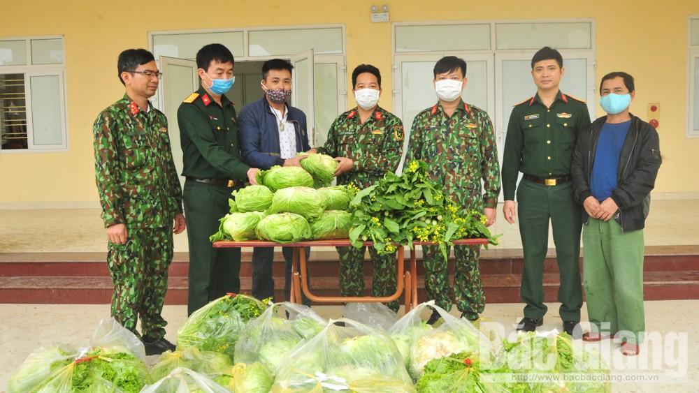 Anh Trần Việt Tuấn tặng 1,2 tấn rau xanh cho Trung đoàn 831 (Bộ CHQS tỉnh)
