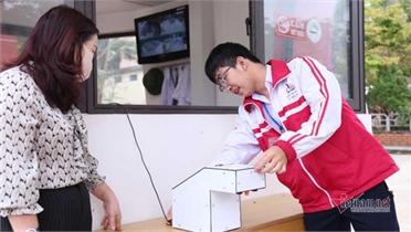 Nam sinh Quảng Trị chế tạo máy rửa tay diệt khuẩn chống Covid-19