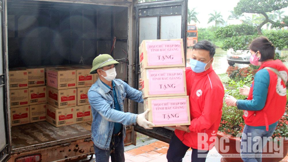 Bac Giang province, joins hands, Covid-19 prevention and control, necessities and materials, Vietnam Red Cross Society