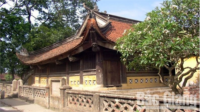 Unique fairy images on wooden architecture in Tho Ha communal house