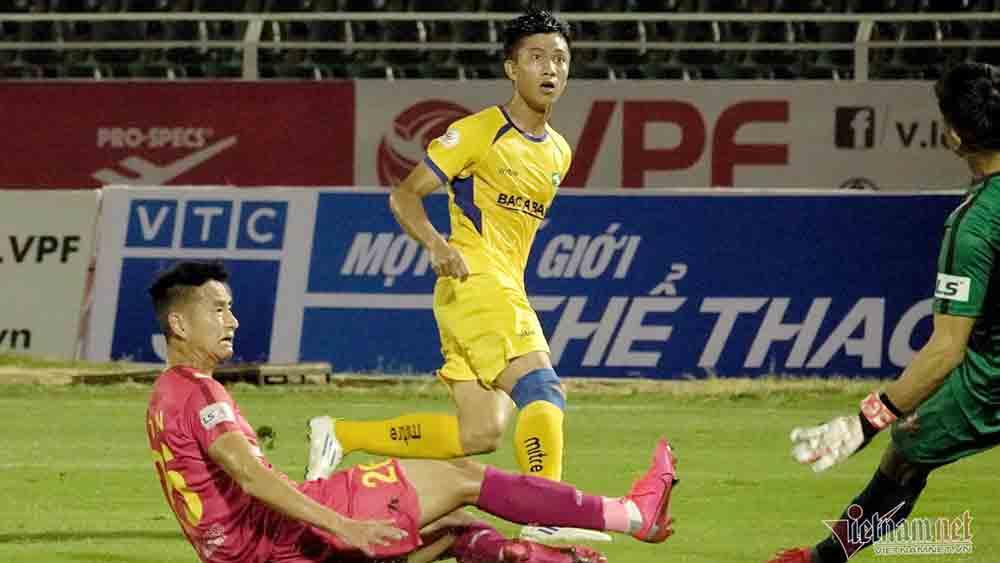 Tuyển Việt Nam, HLV Park Hang Seo, Hoãn V-League, VPF