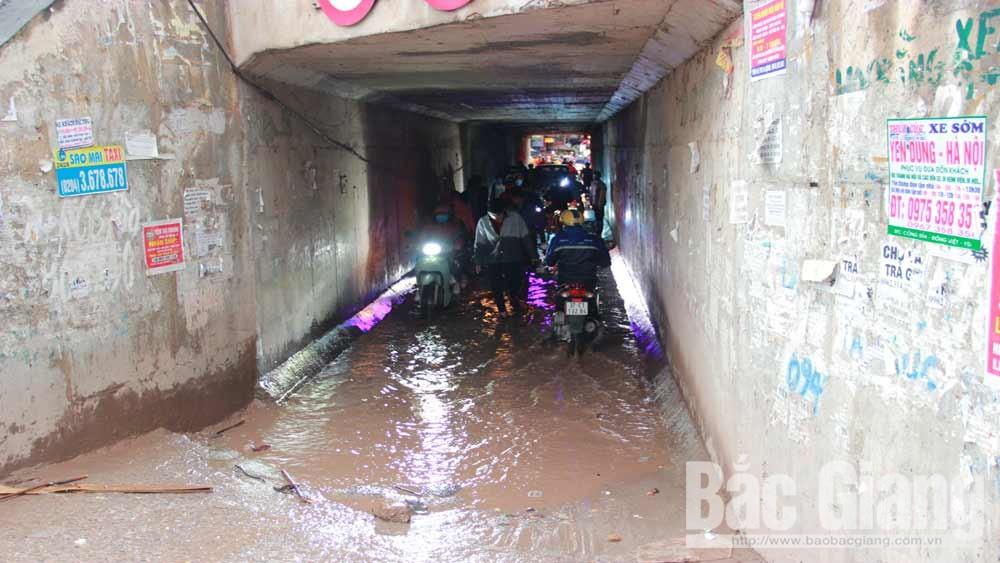 Hầm chui dân sinh qua cao tốc, Cao tốc Hà Nội - Bắc Giang, Hầm chui dân sinh thường xuyên ngập nước, Khu công nghiệp Vân Trung