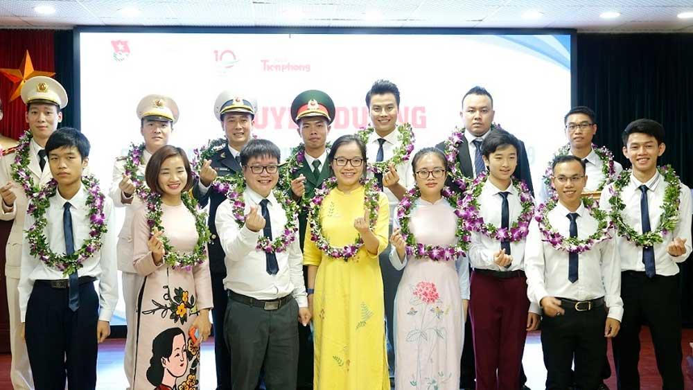 20 gương mặt trẻ Việt Nam 2019,  trích tiền thưởng, ủng hộ, chiến dịch chống Covid-19, 100 triệu đồng, hạn hán, xâm nhập mặn