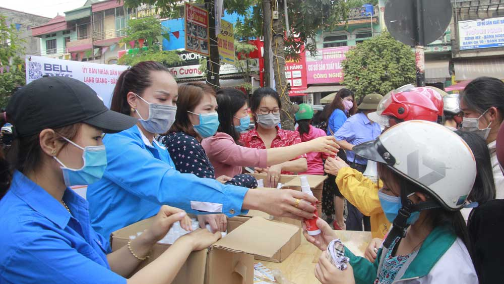 Lang Giang Youth Union, Blue shirt, fight against Covid-19, Bac Giang province, 89 founding anniversary, handrub,face mask