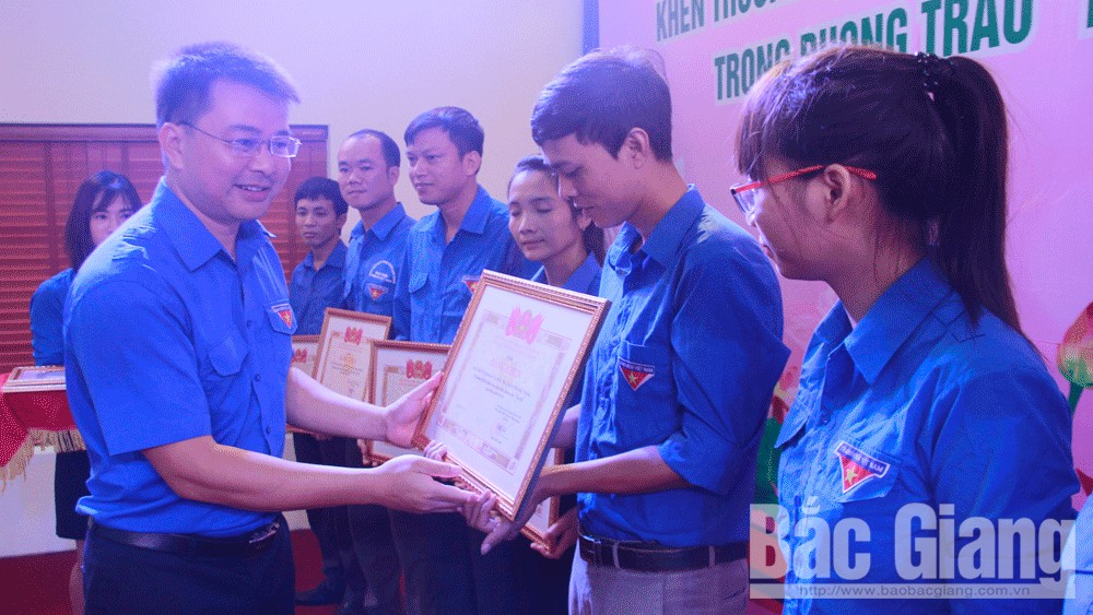 Bac Giang accompanies young people in making career