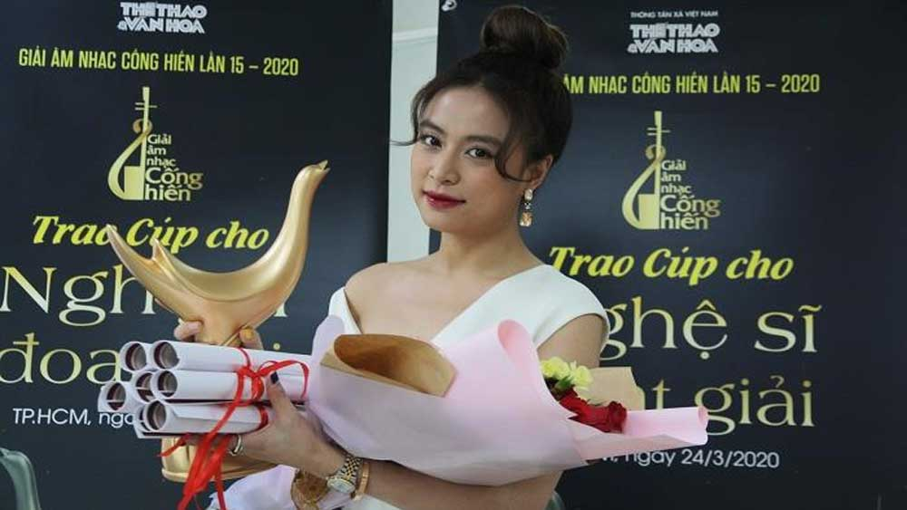 "Hoang Thuy Linh wins ""big fours"" at 2020 Devotion Music Awards"